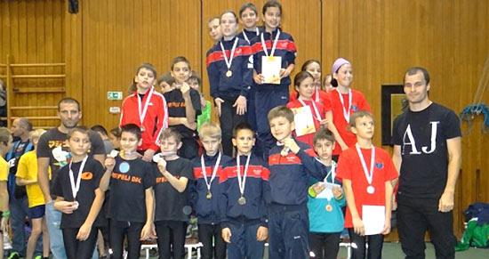 400 gyerek a Bácsalmási Csarnokban