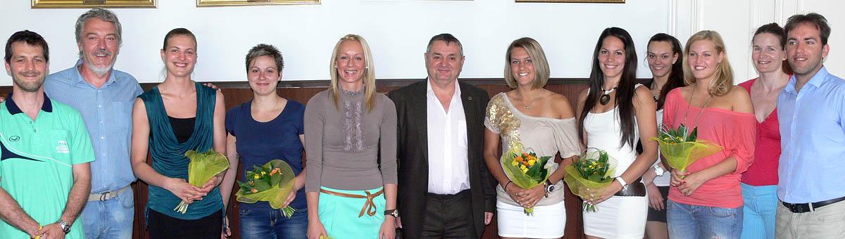 Az Aluprof-TFSE női röplabda csapatának köszöntése