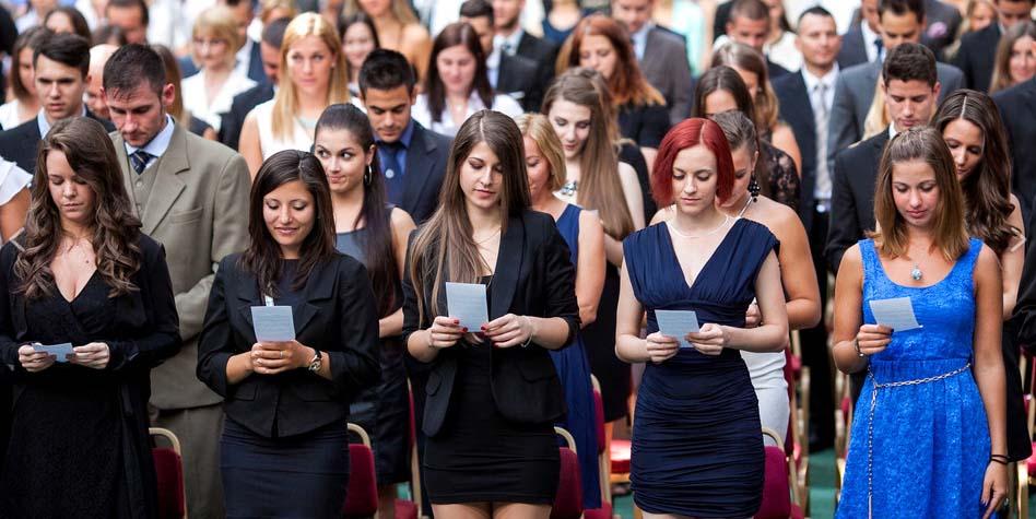 Diplomaosztó: 377-en végeztek idén