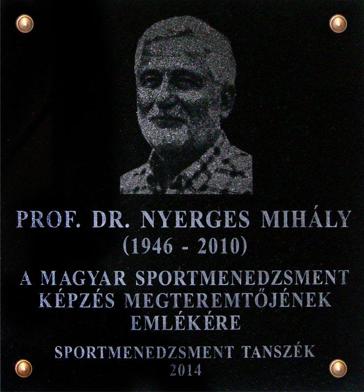 Felavattuk Dr. Nyerges Mihály emléktábláját