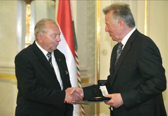 Istvánfi Csaba Köztársasági Elnöki Érdemérmet kapott