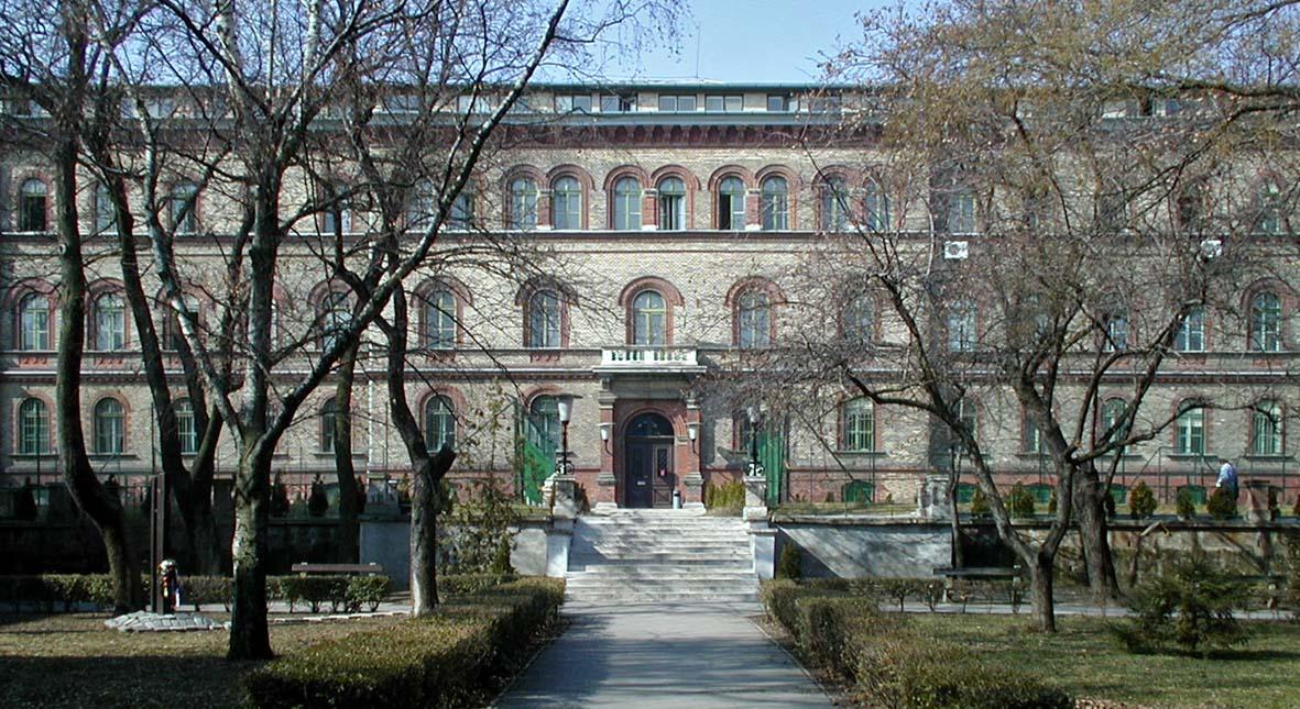 TF Főépület a Győri út felől (régi főbejárat)