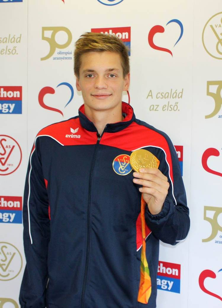 A Rióban megrendezett paralimpián Tóth Tamás aranyérmet szerzett 100 méter  háton az S9-es sérültségi kategóriában. A végtaghiánnyal született  Testnevelési ... 72a7258d9f